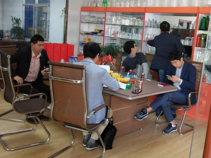 20180413韩国客户签订合同